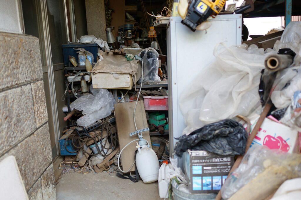 認知症によってゴミ屋敷化した家の様子