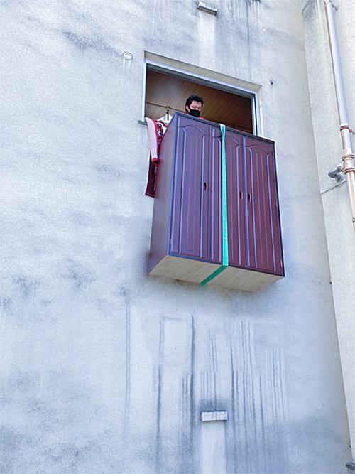 クレーンによる吊り作業の写真